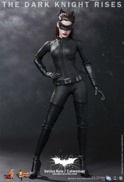 hot-toys-selina-kyle-catwoman-the-dark-knight-rises