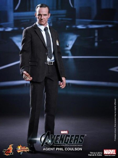 hot-toys-the-avengers-phil-coulson-figure