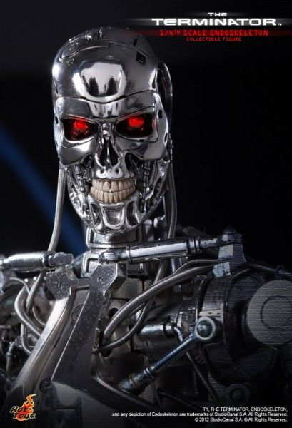 hot-toys-the-terminator-endoskeleton
