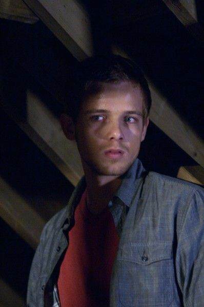house-at-the-end-of-the-street-max-thieriot