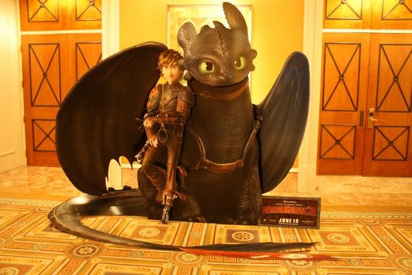 how-to-train-your-dragon-2-theater-standee (1)