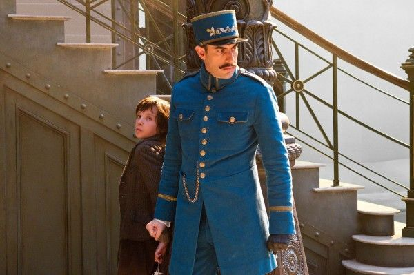 hugo-movie-image-asa-butterfield-sacha-baron-cohen-01