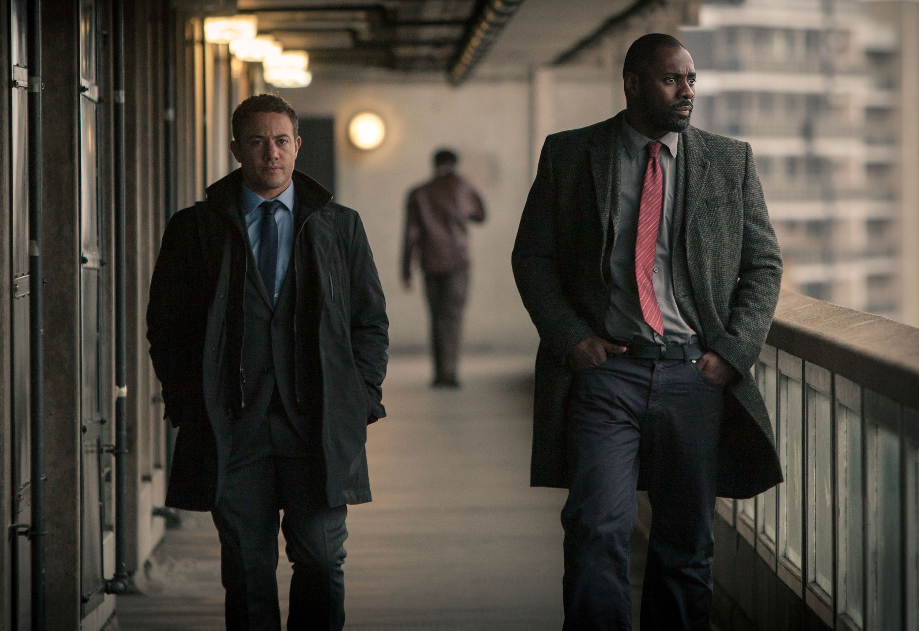 idris elba on luther movie possibilities neil cross more collider