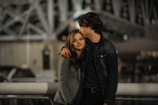 if-i-stay-chloe-moretz-jamie-blackley-2