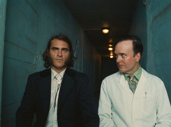 inherent-vice-joaquin-phoenix-jefferson-mays