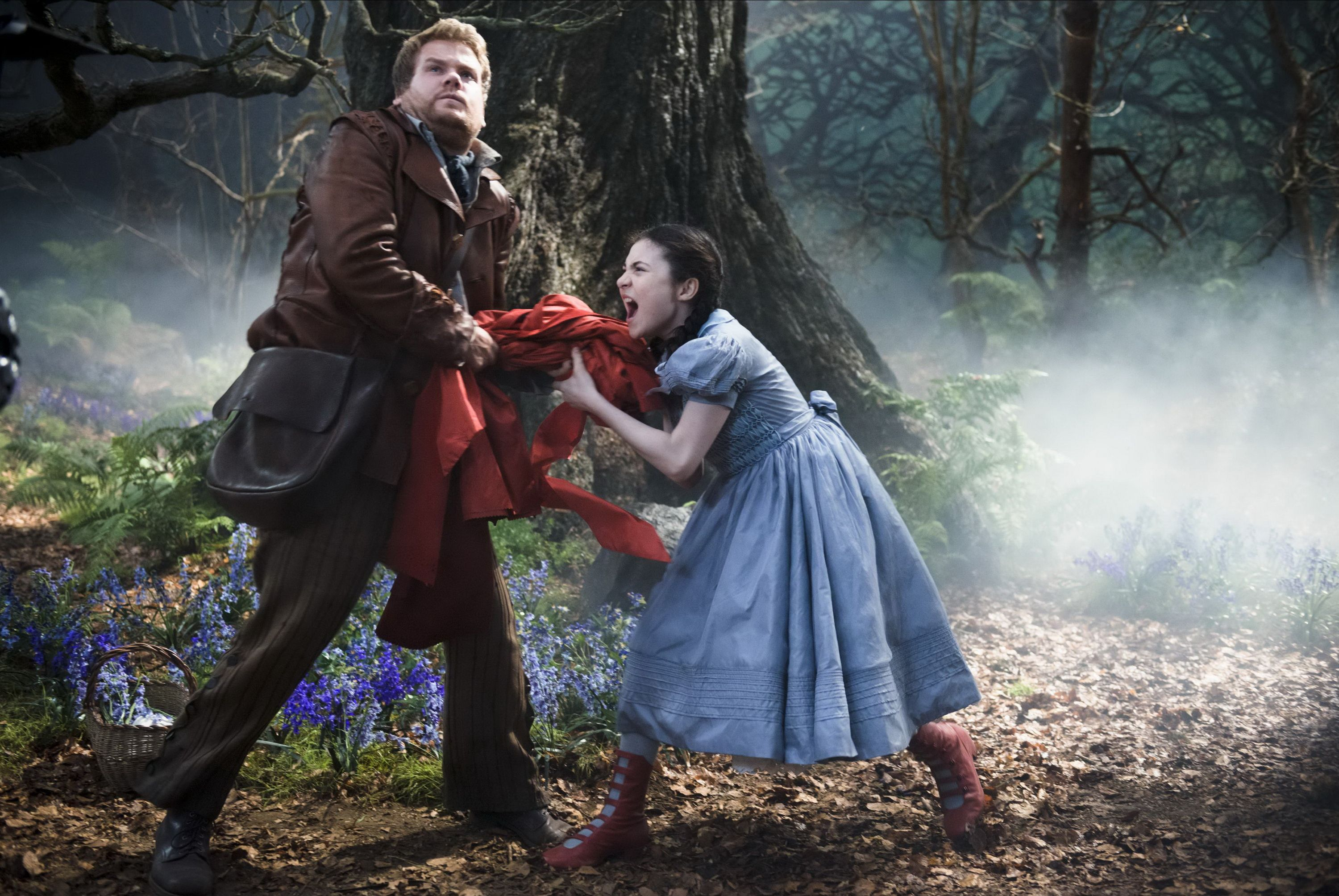 New Into The Woods Images Featuring Meryl Streep And Johnny Depp ...