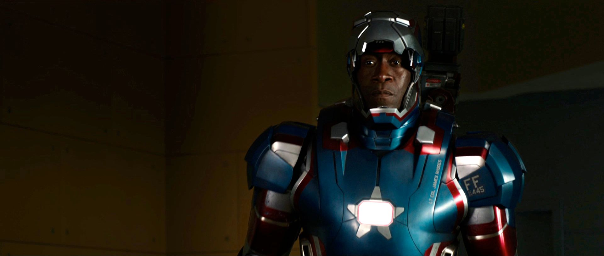 New IRON MAN 3 Images Show Don Cheadle in Iron Patriot War Machine    Don Cheadle Iron Man 3