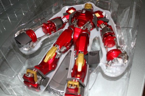 iron-man-hot-toys-red-snapper-figure-17