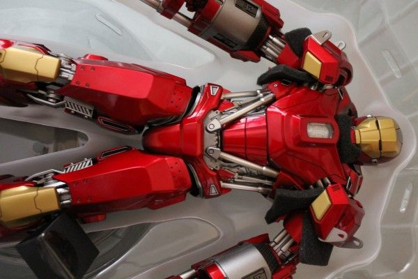 iron-man-hot-toys-red-snapper-figure-18