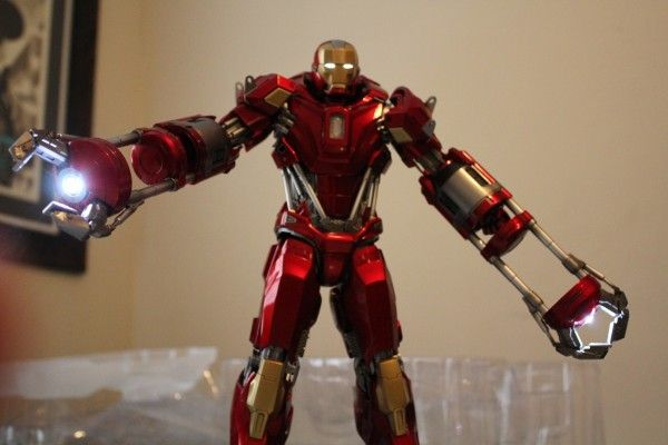 iron-man-hot-toys-red-snapper-figure-26