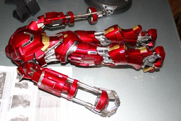 iron-man-hot-toys-red-snapper-figure-27