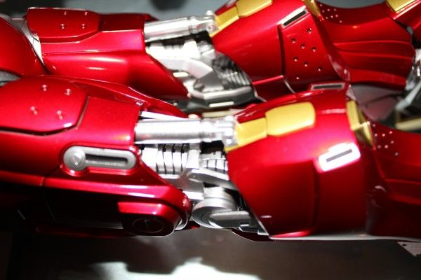 iron-man-hot-toys-red-snapper-figure-28