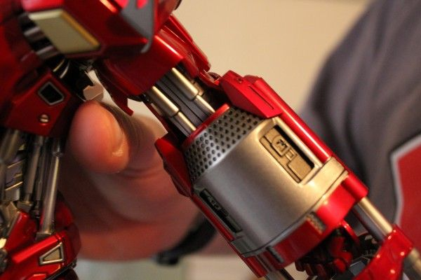 iron-man-hot-toys-red-snapper-figure-32