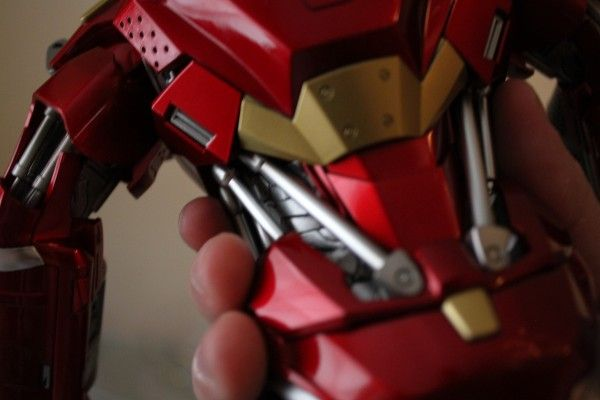 iron-man-hot-toys-red-snapper-figure-34