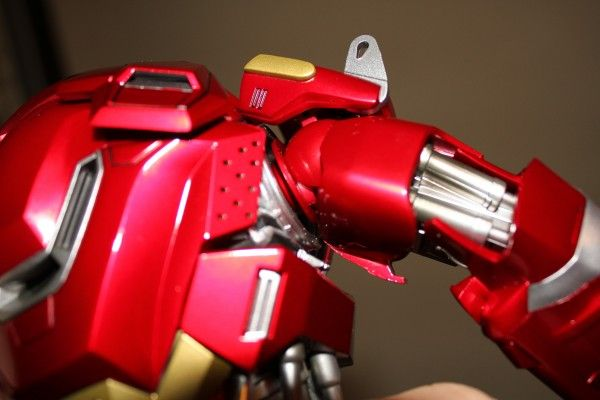 iron-man-hot-toys-red-snapper-figure-35