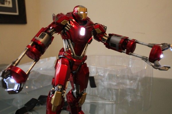 iron-man-hot-toys-red-snapper-figure-36