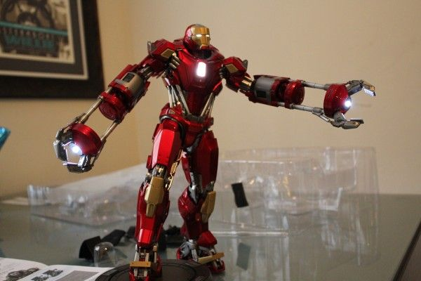 iron-man-hot-toys-red-snapper-figure-37