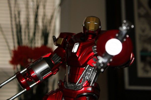 iron-man-hot-toys-red-snapper-figure-38