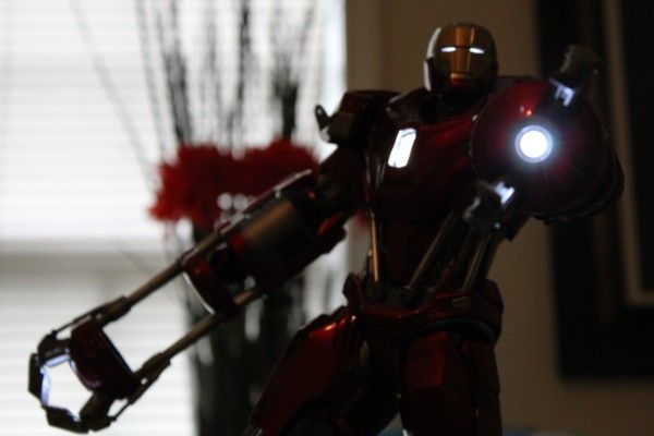 iron-man-hot-toys-red-snapper-figure-39
