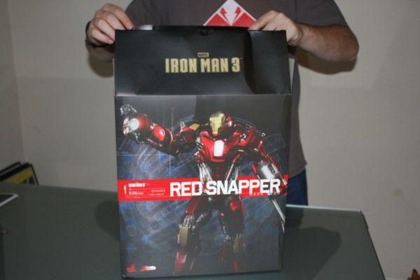 iron-man-hot-toys-red-snapper-figure-4
