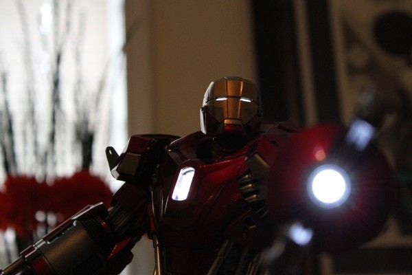 iron-man-hot-toys-red-snapper-figure-40