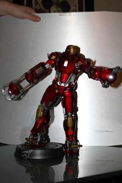 iron-man-hot-toys-red-snapper-figure-42