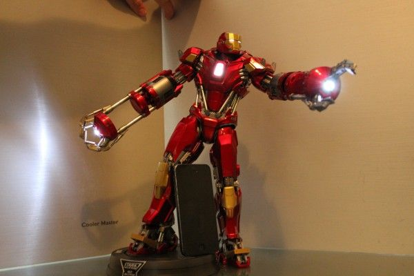 iron-man-hot-toys-red-snapper-figure-46