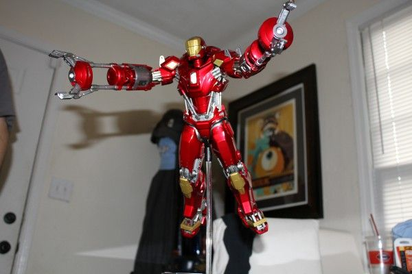iron-man-hot-toys-red-snapper-figure-49