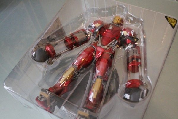 iron-man-hot-toys-red-snapper-figure-5