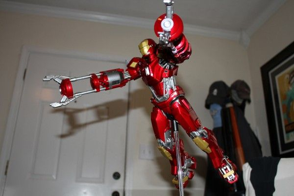 iron-man-hot-toys-red-snapper-figure-50