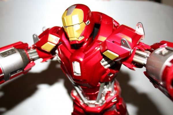 iron-man-hot-toys-red-snapper-figure-51