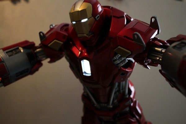 iron-man-hot-toys-red-snapper-figure-52