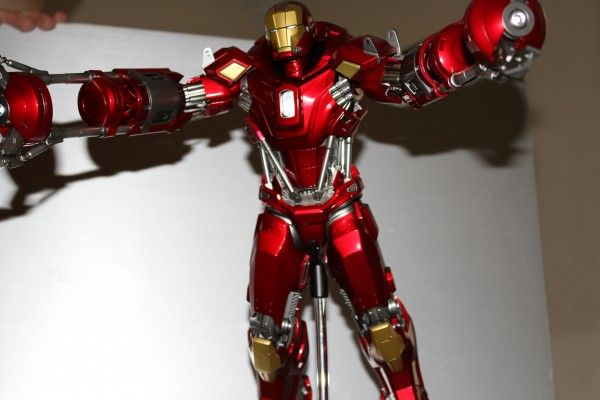 iron-man-hot-toys-red-snapper-figure-53