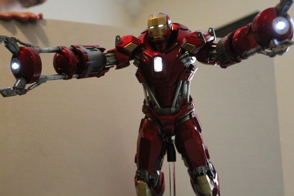 iron-man-hot-toys-red-snapper-figure-54