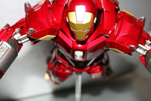 iron-man-hot-toys-red-snapper-figure-55