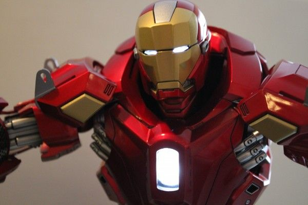 iron-man-hot-toys-red-snapper-figure-56