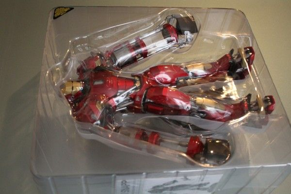 iron-man-hot-toys-red-snapper-figure-7