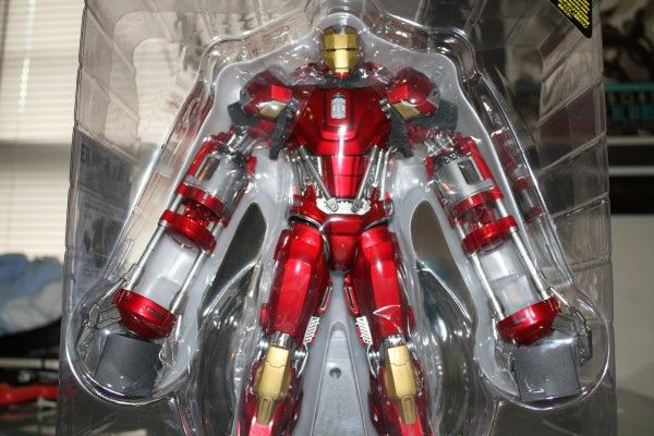 iron-man-hot-toys-red-snapper-figure-9