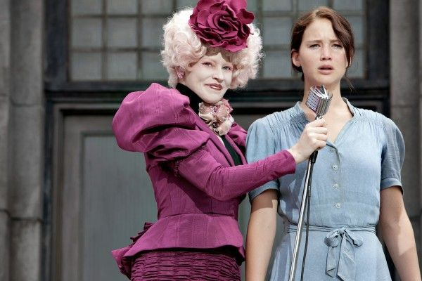 jennifer-lawrence-elizabeth-banks-hunger-games-catching fire