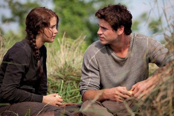 jennifer-lawrence-liam-hemsworth-the-hunger-games-catching-fire