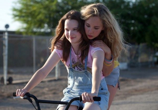 juno-temple-kay-panabaker-little-birds