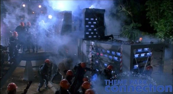 jurassic-park-raptor-cage-movie-1