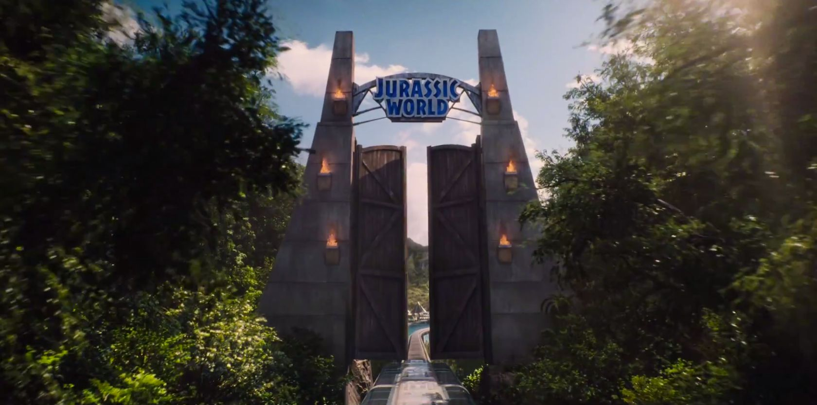 Colin trevorrow addresses the cg gate in the jurassic for Puerta jurassic world