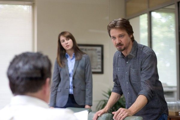 kill-the-messenger-image-jeremy-renner-mary-elizabeth-winstead