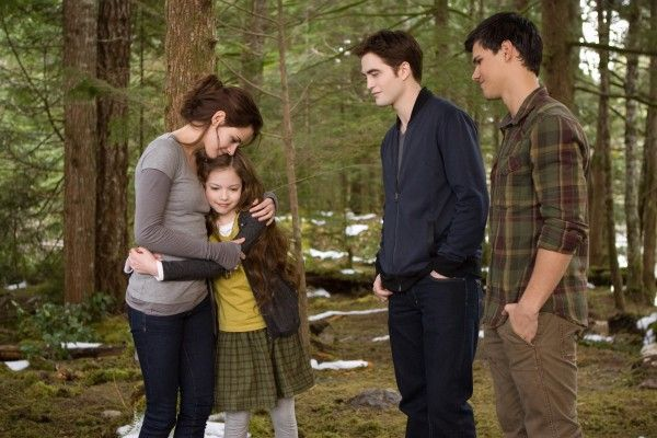 kristen-stewart-mackenzie-foy-twilight-breaking-dawn-part-2
