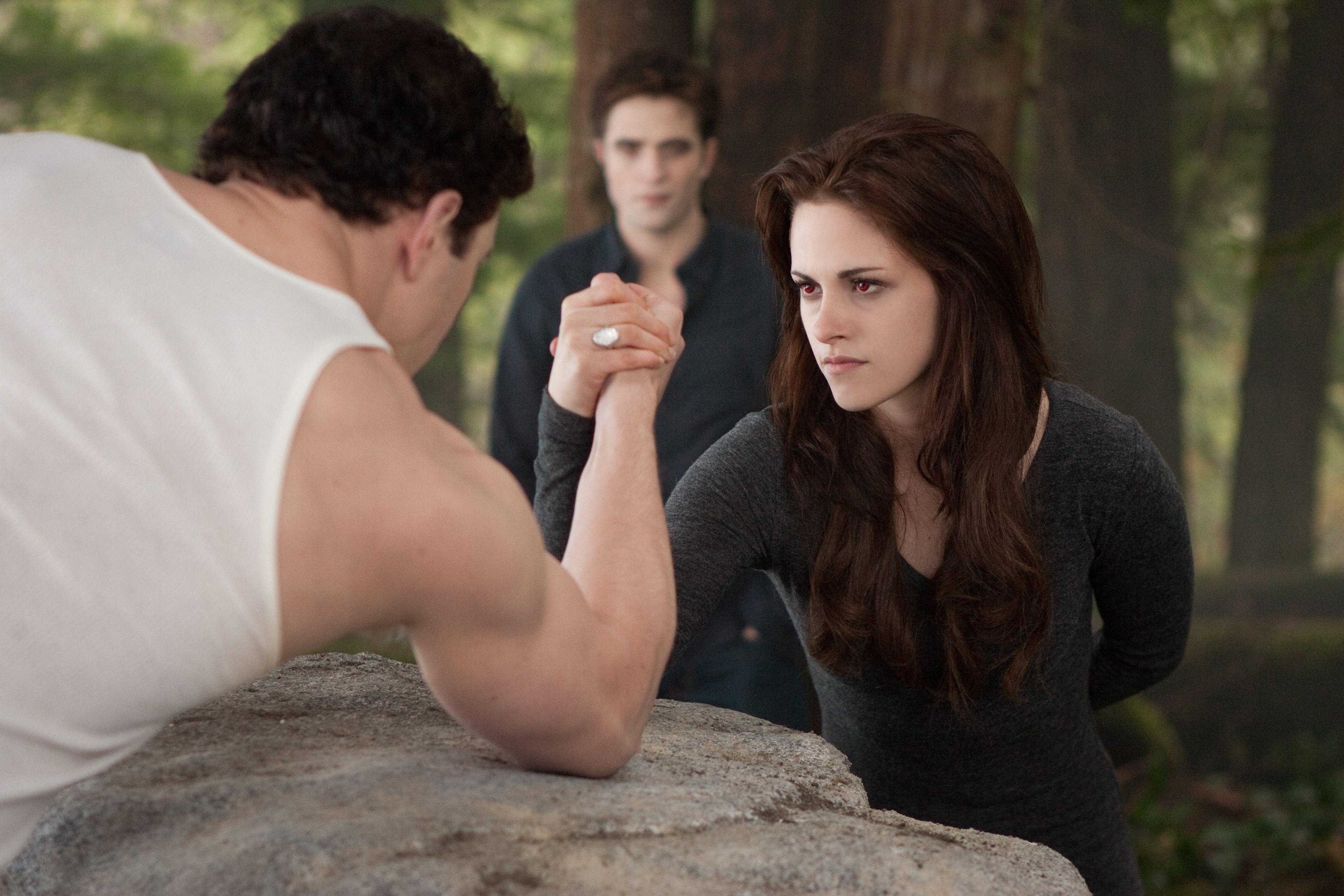 THE TWILIGHT SAGA: BREAKING DAWN – PART 2 Review. The Film ... Vampire Twilight 5