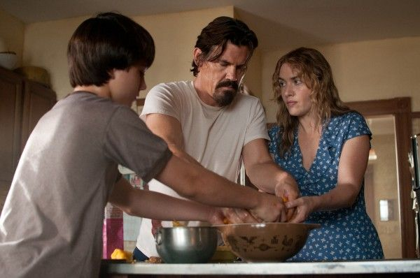 labor-day-josh-brolin-kate-winslet-pie