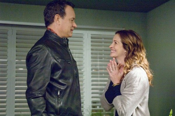 larry-crowne-movie-image-tom-hanks-julia-roberts-02