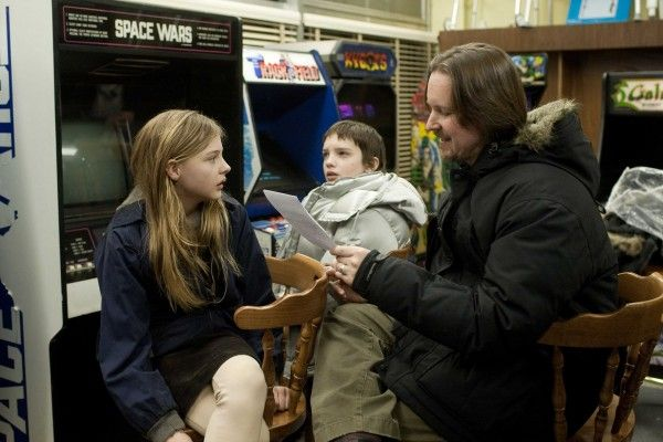 let_me_in_movie_set_photo_chloe_moretz_kodi_smit-mcphee_matt_reeves_01