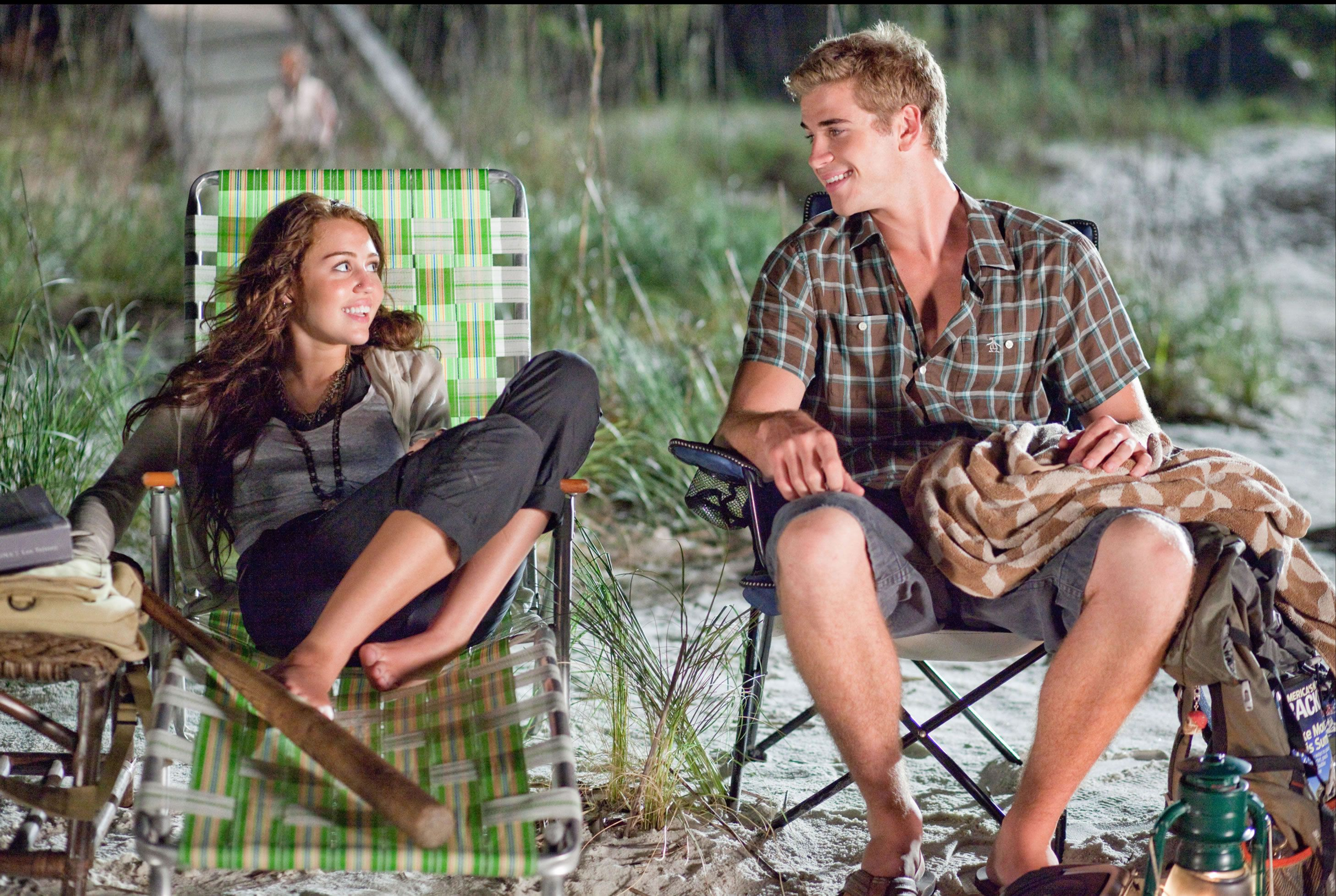 Liam Hemsworth and Miley Cyrus The Last Song movie imageLiam Hemsworth The Last Song Volleyball